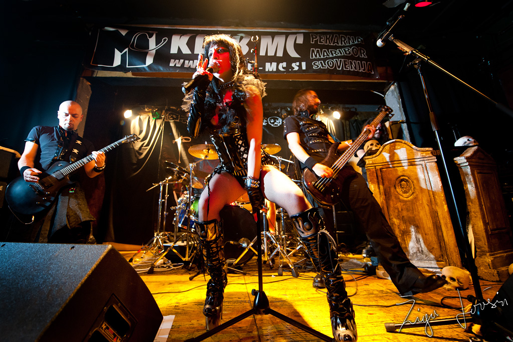 theatres des vampires live performance
