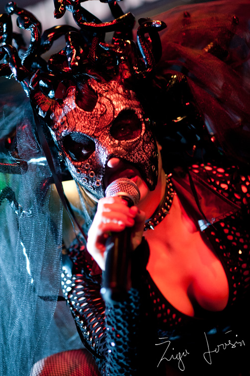 theatres des vampires sonja with mask