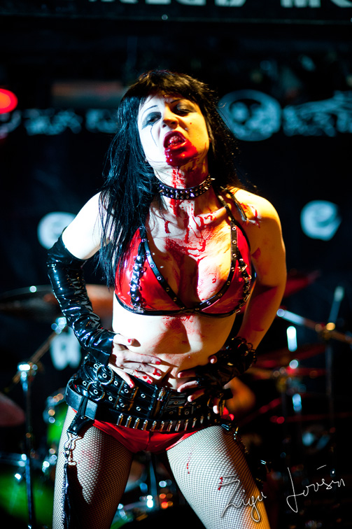 theatres des vampires sonja in blood performance